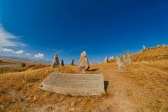 Zorats Karer Carahunge - προϊστορική πέτρινη περιοχή πυραμίδων στο AR Στοκ Φωτογραφία