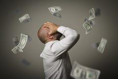 zorg Mens in gedachten en dollars Recessieconcept stock foto's