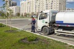 Zorg van groene gebieden in Astana-stad Stock Foto's