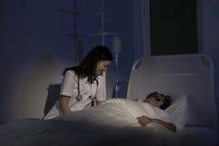 Zorg voor terminaal zieke patiënt Royalty-vrije Stock Afbeeldingen