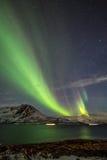 Zorza Borealis w Tromso, Norwegia przed Norweskim fjord przy zimą Obrazy Royalty Free