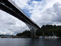 Zorza most góruje nad Zrzeszeniowym jeziorem Zdjęcia Stock