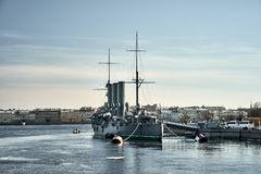 Zorzy Avrora kr??ownik w Petersburg, Rosja Rosyjskiego kr??ownika muzealny statek w St Petersburg zdjęcia stock