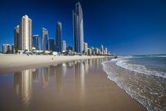 Złota wybrzeża plaża przy surfingowa rajem Fotografia Stock
