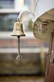 Złoty łódkowaty dzwon na statku Obrazy Royalty Free