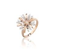 Złoty pierścionek odizolowywający na białym tle Zdjęcie Stock