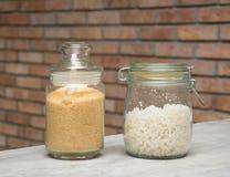 Zout en suiker in een glasfles Stock Foto's