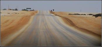 Zout en Zandweg tussen Swakobmund en Walvisbaai in Namibië Stock Afbeelding
