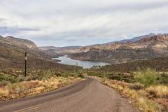 Zoute Rivier bij Apache-sleep toneelaandrijving, Arizona Stock Fotografie