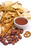 Zoute snacks en salsaonderdompeling Stock Foto