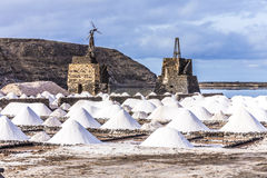Zoute stapels in zout van Janubio Stock Afbeeldingen