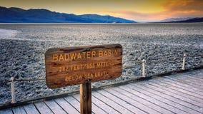 Zoute Vlakten bij Badwater-Bassin in Doodsvallei stock fotografie