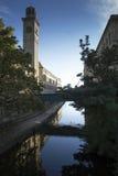 Zoutenmolen en het Kanaal van Leeds Liverpool, in Saltaire, een Plaats van de Werelderfenis, Shipley, West-Yorkshire, Engeland Stock Foto's