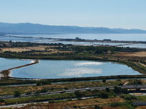 Zoutmeer in Cagliari stock afbeelding