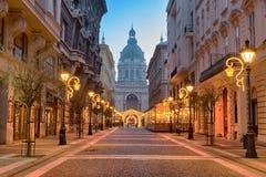 zrÃnyi ulica, St Stephen ` s bazylika w Budapest obraz stock