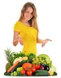 Zrównoważona dieta opierająca się na surowych organicznie warzywach i owoc Obraz Royalty Free