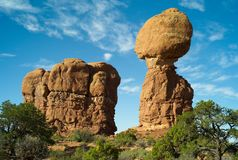 Zrównoważona skała w łuku park narodowy obraz royalty free