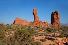 Zrównoważona skała w łuku park narodowy obrazy royalty free