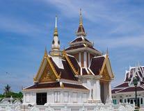 Zręcznie wykonujący ręcznie pawilon przy Tajlandzką świątynią obraz stock