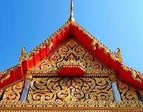 Zręcznie wykonujący ręcznie szczyt przy Tajlandzką świątynią zdjęcie royalty free