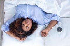 Zrelaksowana kobieta ma odpoczynek fotografia stock