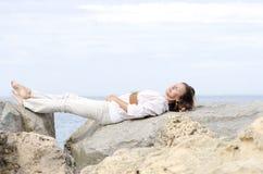 Zrelaksowanej atrakcyjnej dojrzałej kobiety zdrowy styl życia Zdjęcie Royalty Free