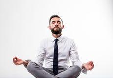 Zrelaksowany biznesowy mężczyzna w medytaci pozie Zdjęcie Stock