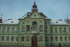 ZRENJANIN, SERBIEN, am 22. Dezember 2018 - Rathaus auf Hauptplatz stockbild