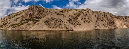 Zrmanja är en flod i nordliga Dalmatia, Kroatien Arkivfoton