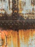 Zrudziała metal tekstura z nitami, abstrakcjonistyczny grunge tło zdjęcie stock