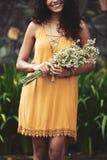 Zrywań wildflowers zdjęcia stock