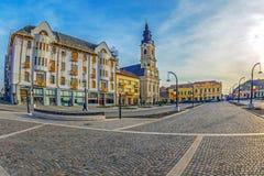 Zrzeszeniowy kwadrat z dziejowymi budynkami Oradea, Rumunia Zdjęcie Royalty Free