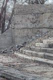 Zrzucony betonowy projekt z krokami Obrazy Stock