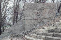 Zrzucony betonowy projekt z krokami Obraz Royalty Free