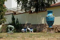 Zsolnay有雕塑的博物馆庭院在佩奇匈牙利 库存图片