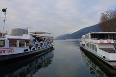 Zu den Booten im Hafen von Biel Bielersee Schifffahrts Gesellschaft während der Winterpause lizenzfreie stockbilder