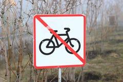 Zu ein Fahrrad zu reiten ist im Park verboten Lizenzfreie Stockfotografie