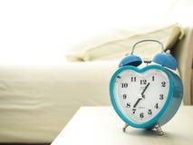 Zu früh morgens aufwachen stockfotos
