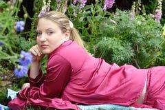 Zu Hause in ihrem Garten. Stockbild