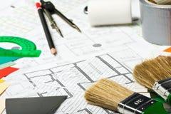 Zu malen Pinsel und anderes Reparaturzubehör Lizenzfreie Stockfotografie