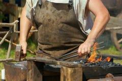 Zu Man muss das Eisen schmieden, solange es heiß ist Lizenzfreie Stockbilder