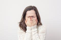 Zu vor etwas Angst haben und ein blindes Auge drehen Lizenzfreies Stockfoto