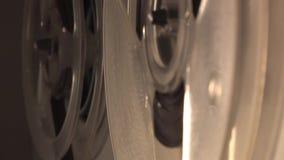 Zu wirbeln spinnende Spule des Tonbandgeräts, Nahaufnahme mit Unschärfe 2 stock video