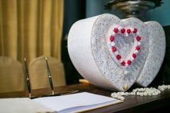 Zubehör-Buch von Wünschen nähern sich Geschenkbox für thailändische Hochzeit Lizenzfreies Stockbild