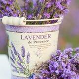 Zubehör in den Lavendelblumen Stockfoto