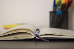 Zubehör für Büroarbeit und -schule stockfotografie