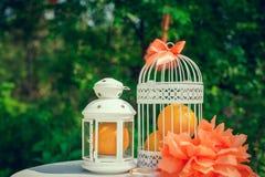 Zubehör und Dekoration für Ihre orange Hochzeit Stockfoto