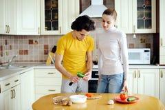 Zubereitung der vegetarischen Nahrung Lizenzfreie Stockfotos