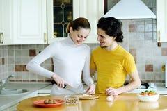 Zubereitung der vegetarischen Nahrung Lizenzfreie Stockbilder