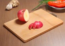Zubereitung des Apfels des hackenden Brettes des Lebensmittels lizenzfreies stockfoto